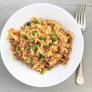 Love your leftovers with this delicious family dinner recipe for quick beef fried rice. Turn the leftover Sunday roast beef into a delicious quick Chinese style rice dish for Monday night dinner. A 15 minute family dinner recipe you'll love.