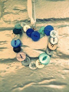 handmade gift ideas, simple button craft, button heart instructions, easy craft