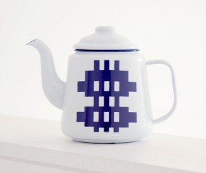 Gwalia Enamel Teapot from NOTHS Blodwen General Stores | Stylish kitchen accessories | Daisies and Pie