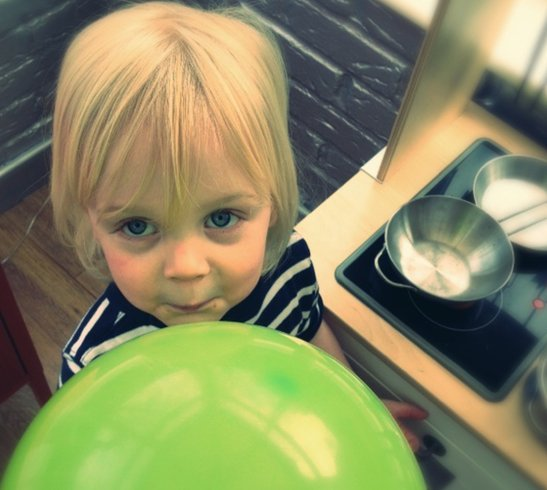 how to inflate a balloon with vinegar and baking soda experiment, simple science experiments for kids, science experiments to do at home