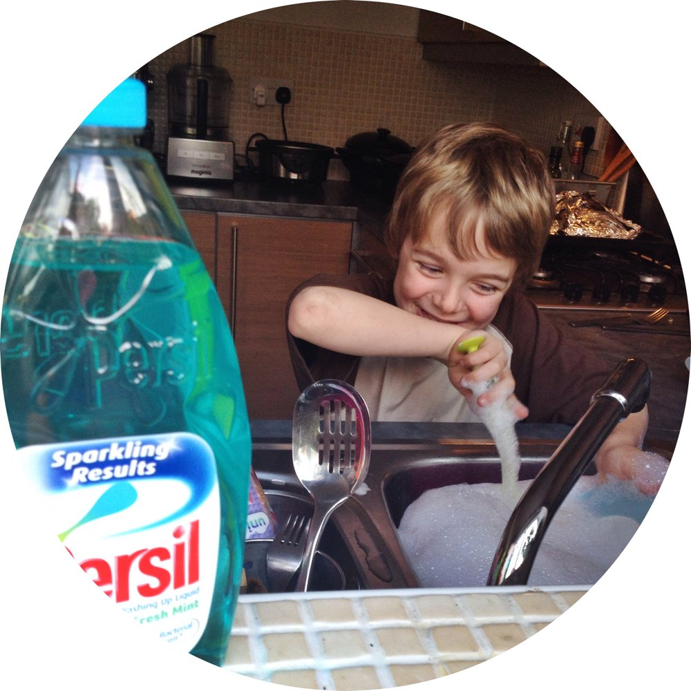 kids washing up, kids household chores, persil cook with the kids promise, getting kids cooking in the kitchen