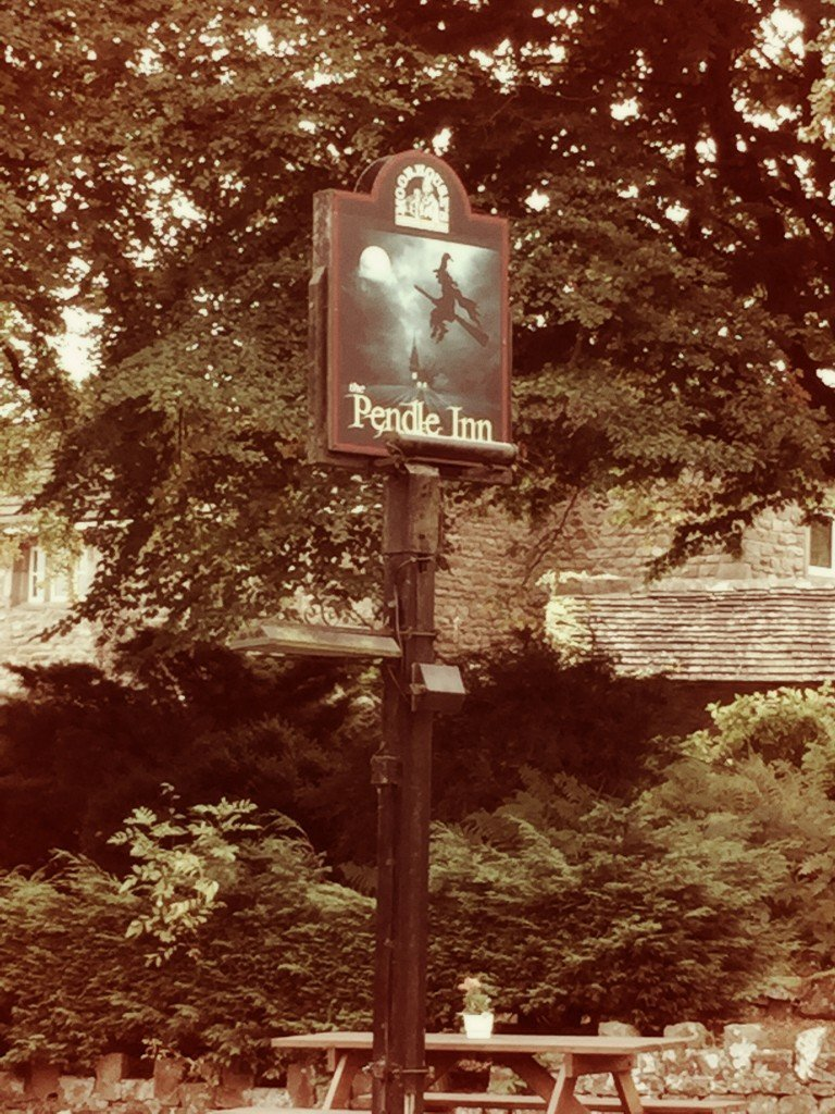 The Pendle Inn, Pendle Hill Lancashire, places to walk in Lancashire, Pendle witches, Pendle witch walk, places to go with kids Lancashire, daisies and pie
