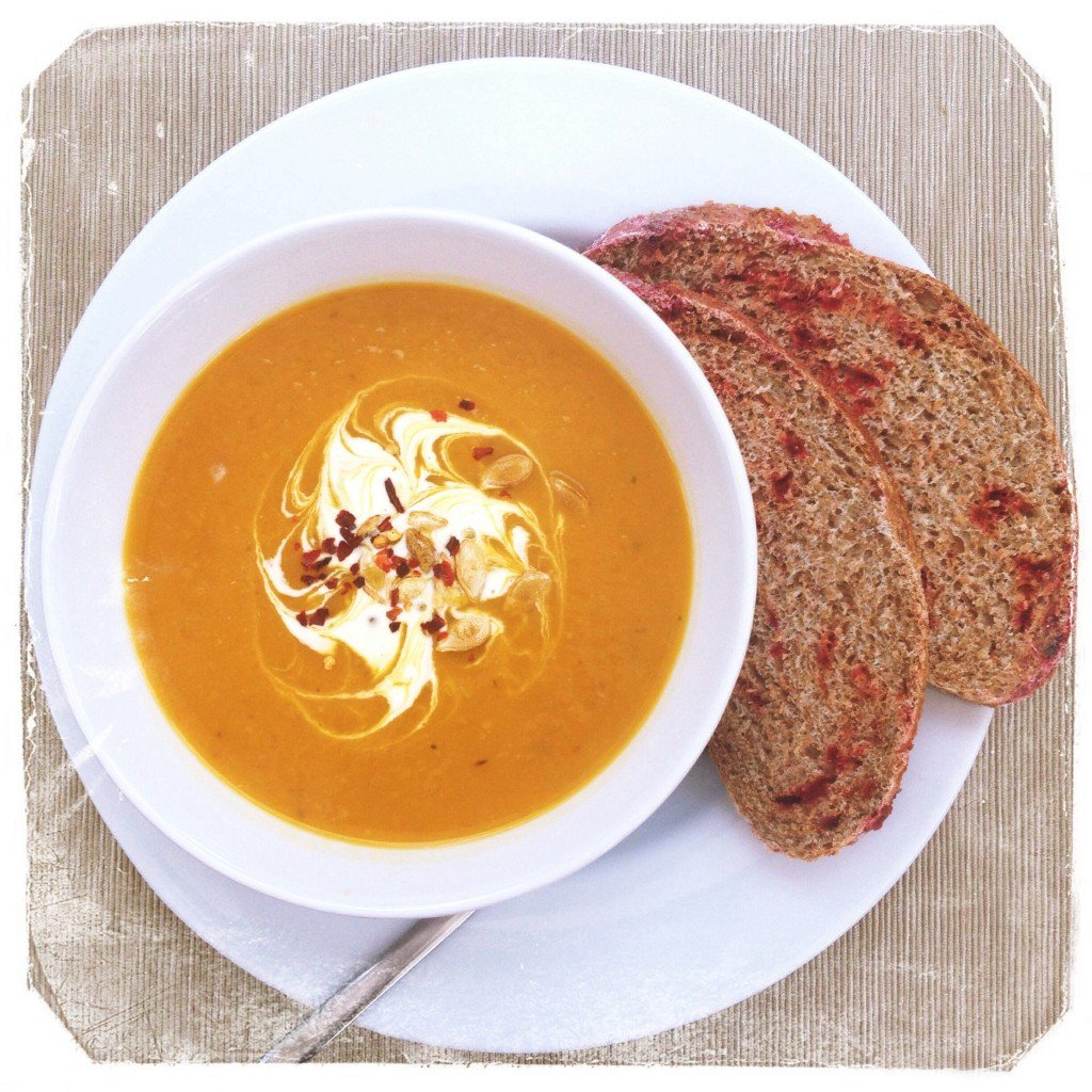 roast butternut squash soup, spicy squash soup, things to make with butternut squash, autumn soup recipe, easy soup recipe, autumn picnic idea, daisies and pie