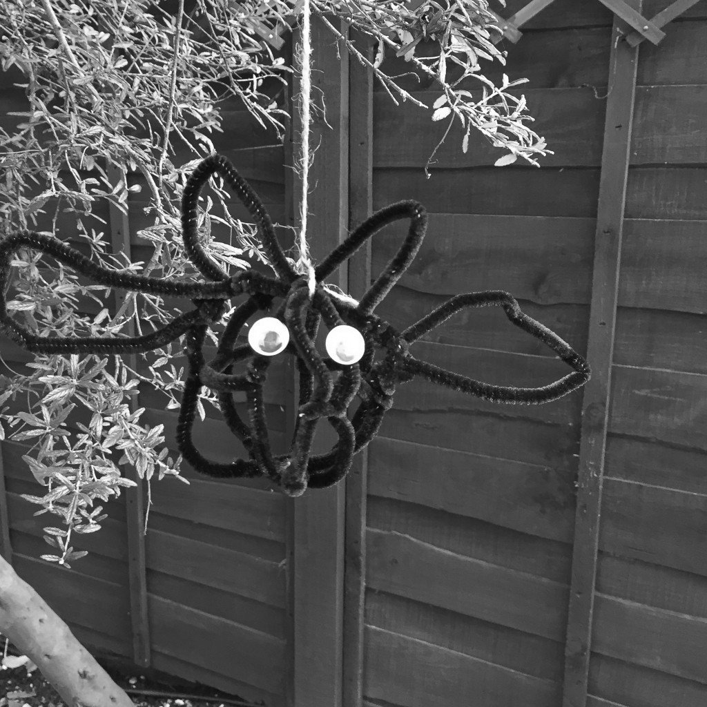 Create some modern art for Halloween with our fab bat sculpture. Brilliant Halloween craft activities for kids.