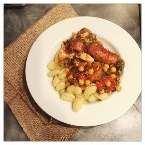 chicken and chorizo one pot recipe, easy family food from Daisies and Pie