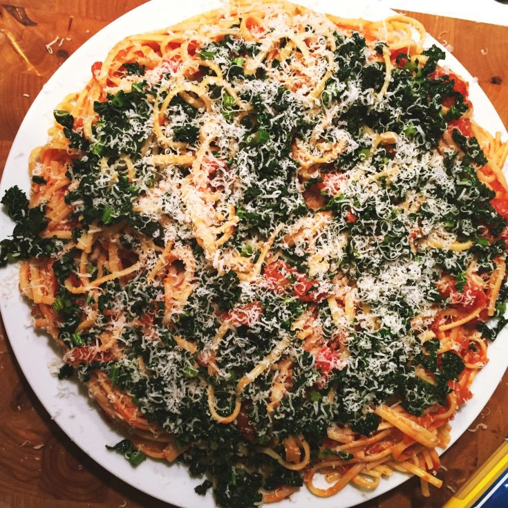 spaghetti with tomatoes and cavolo nero, cavolo nero recipes, quick vegetarian spaghetti recipe, easy family food from Daisies and Pie