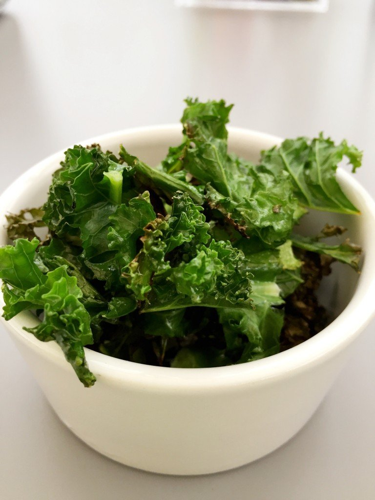 quick kale chips recipe, easy kale chip snack recipe, after school snacks for kids, healthy snack ideas, easy family food from daisies and pie