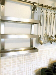 IKEA GRUNDTAL series shelves, how to organise spices in the kitchen, small kitchen storage, homekeeping from daisies and pie