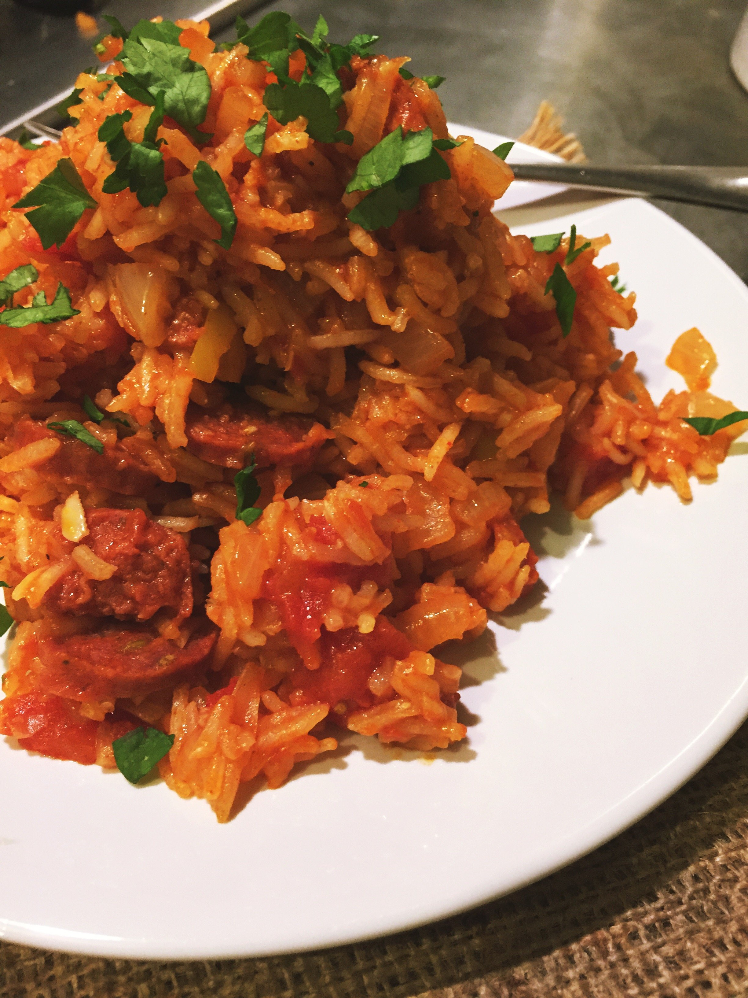 one pot spanish rice, spanish rice with chorizo, easy midweek meal, easy family food from daisies and pie