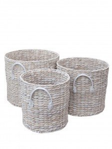 The Basket Company log baskets, white washed water hyacinth baskets, how to create a clutter basket, homekeeping from daisies and pie