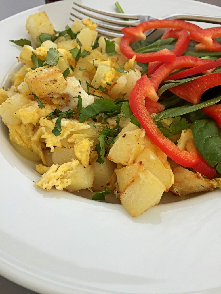 actifried scrambled tortilla served with spinach and pepper salad, Tefal Actifry Review, easy family food from daisies and pie