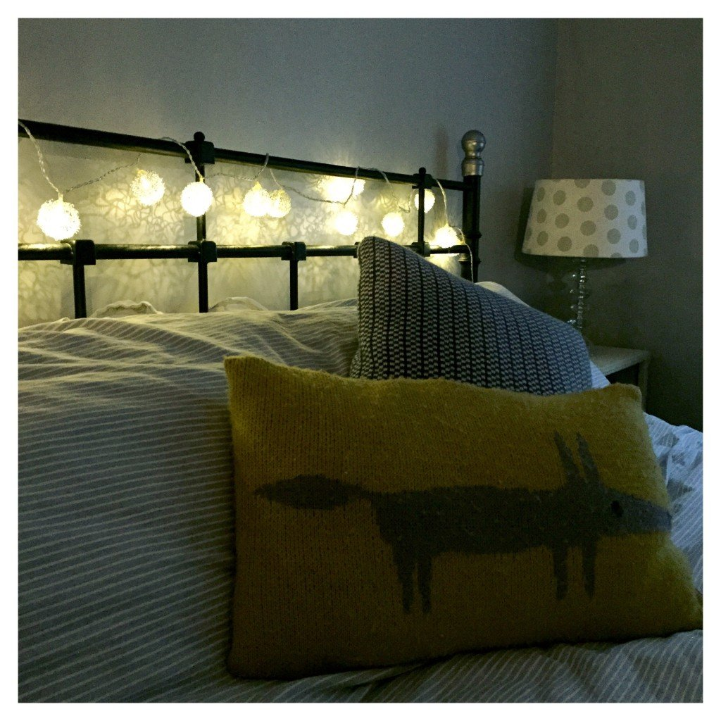 fairy lights hung on the bed, how to decorate with fairy lights, family home style, daisies and pie