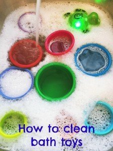 how to clean bath toys, homekeeping from daisies and pie