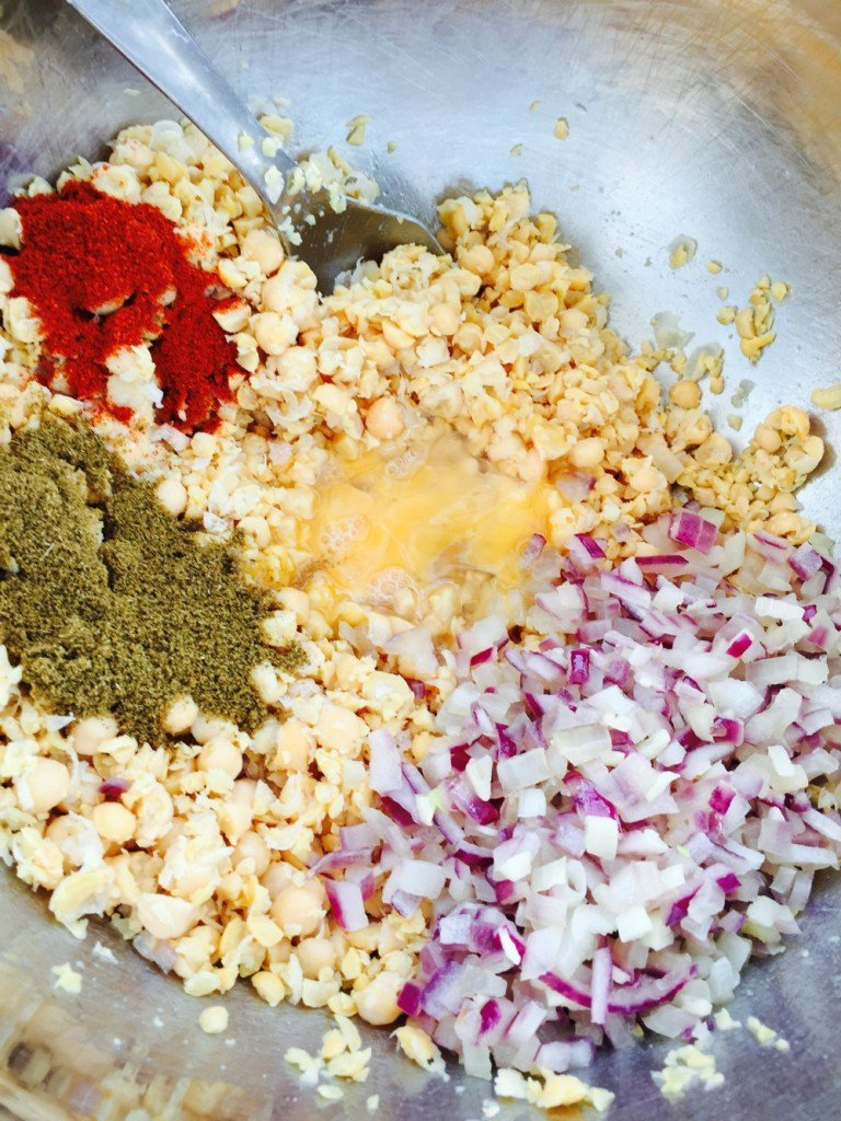 falafel ingredients, easy falafel recipe, easy family food from daisies and pie