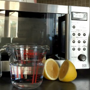 How to clean the microwave with lemons, housework tips