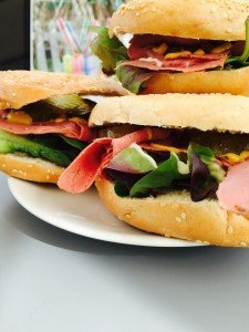 pastrami and dill pickle bagel, pastrami bagel recipe, how to make pastrami sandwiches, bagel filling ideas, easy family food from daisies and pie