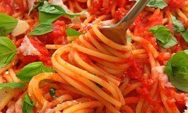 spaghetti alla marinara, the easiest italian spaghetti recipe, vegetarian pasta recipe, easy family food