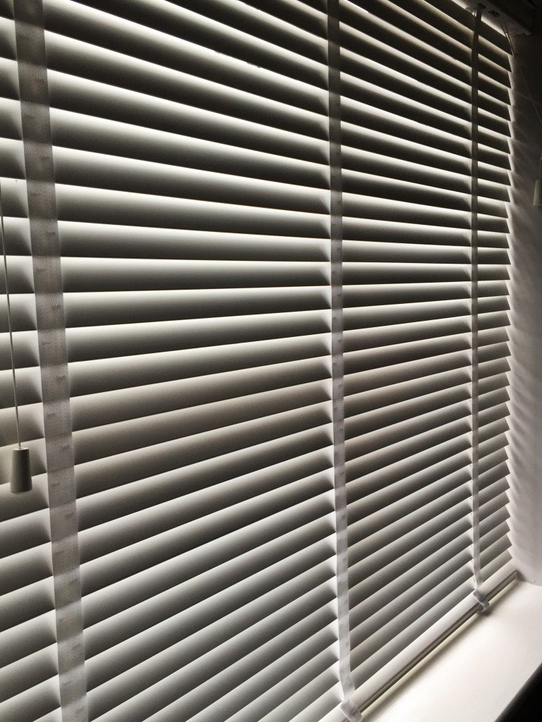 how to clean venetian blinds - close the blinds first