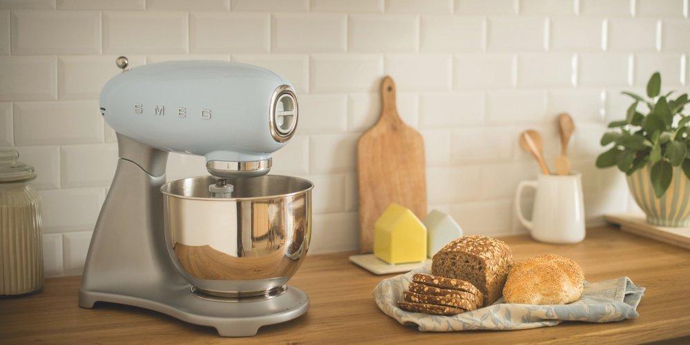 kitchen style, Smeg 50s style kitchen appliances, retro kitchen style, home style from daisies and pie