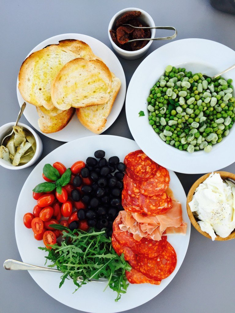 antipasti platter in minutes, how to make antipasti, how to serve antipasti, what's in antipasti, easy family food from daisies and pie