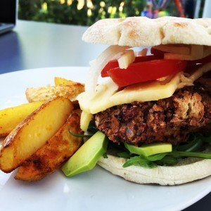 bean burger recipe, easy veggie burgers, vegetarian family food, easy family food from daisies and pie