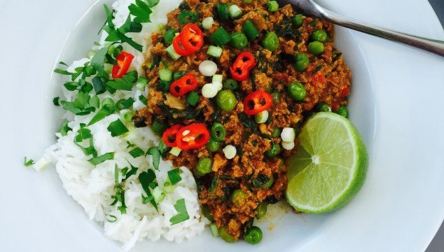 slow cooker turkey keema, slow cooker curry, healthy crock pot recipes, turkey mince recipe, easy family food from daisies and pie