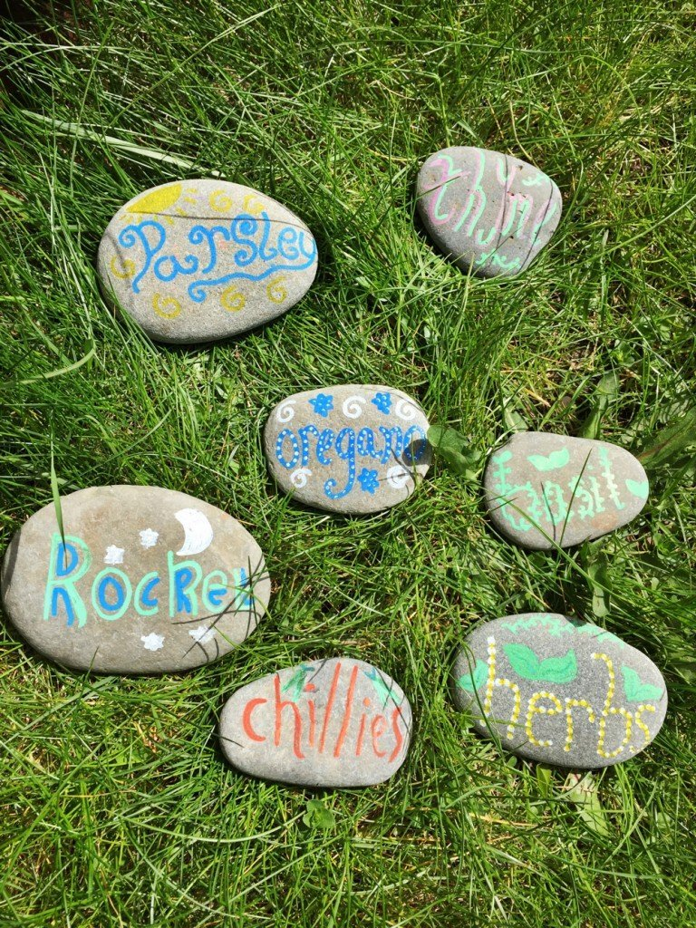painted pebble art, painted pebble project, pebble plant markets, plant a kitchen herb garden, how to make a herb garden, culinary herb garden, how to make stone plant markers, plant it grow it eat it, easy family food from daisies and pie