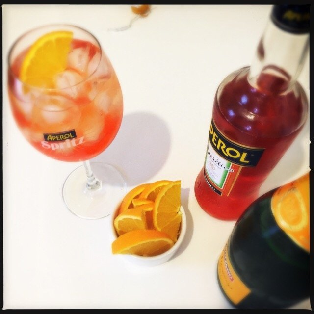 aperol spritz cocktail, how to make aperol spritz, italian aperitif, italian cocktails, italian prosseco cocktails