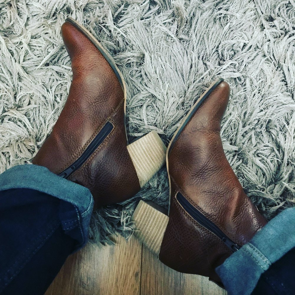 reasons to love autumn - image of new fat face brown leather boots with heel and pointed toes being worn with dark blue mom jeans with a turn up