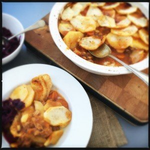 traditional lancashire hotpot recipe, easy lancashire hotpot recipe, how to make proper hotpot, easy family food from daisies and pie