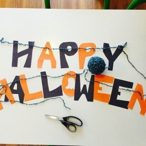 easy halloween bunting, how to make your own bunting, paper bunting for halloween, kids crafts from daisies and pie