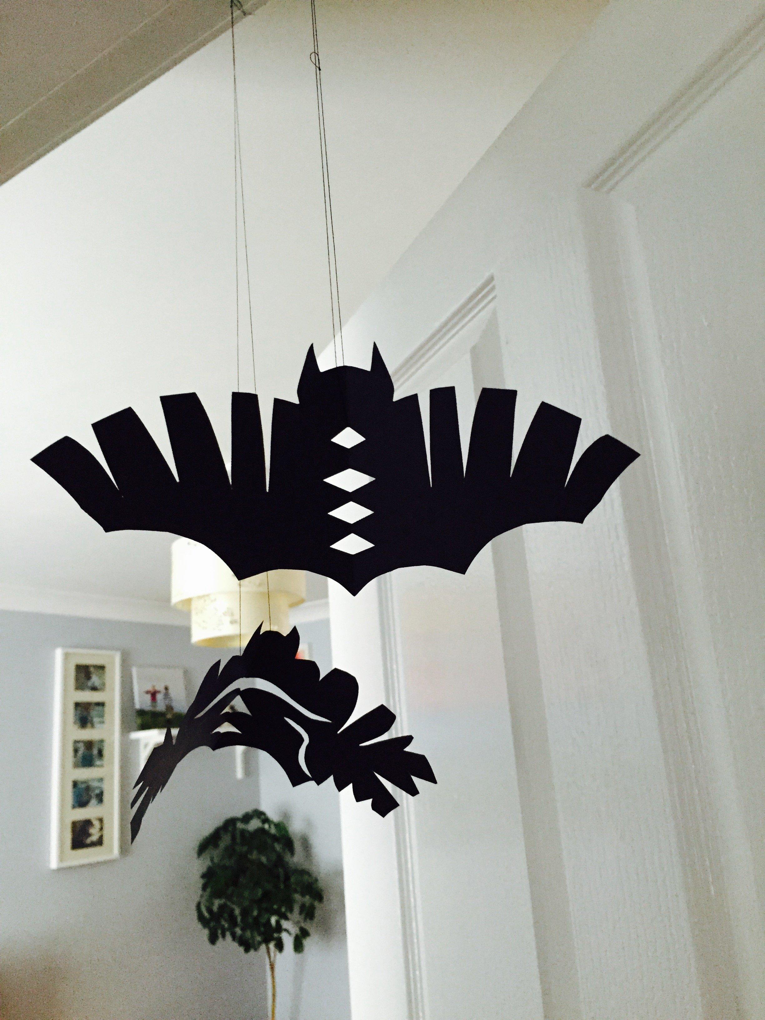 Halloween hanging bats | Daisies & Pie