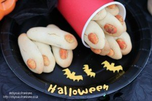 halloween zombie fingers, zombie food, how to make halloween party food, finger shaped party food,