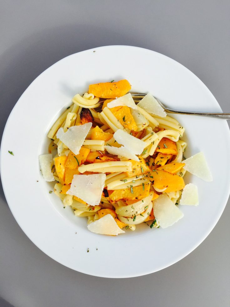 pumpkin pasta recipe, quick roast vegetable pasta recipe, things to make with pumpkin, can I cook pumpkin, easy family food from daisies and pie