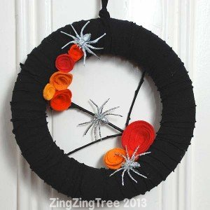 upcycled halloween wreath, how to make a halloween wreath, halloween party decorations, halloween party guide