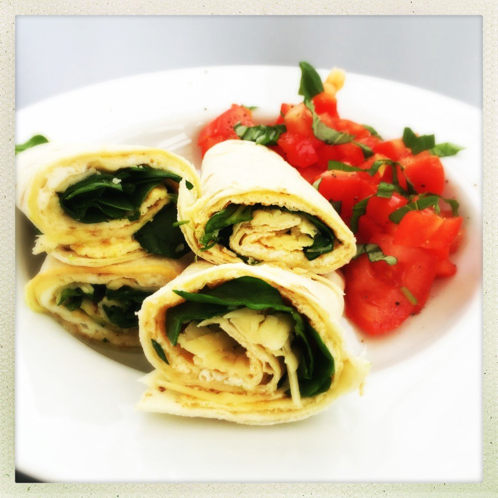 warm egg and spinach wrap recipe, egg wrap breakfast recipe, egg and spinach wrap, breakfast recipe with egg, easy family food from daisies and pie