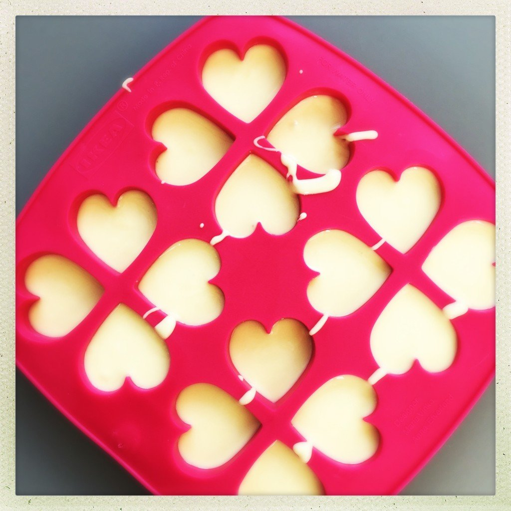white chocolate love hearts, homemade valentine's gift, homemade mother's day gift, edible gifts kids can make, easy family food from daisies and pieq
