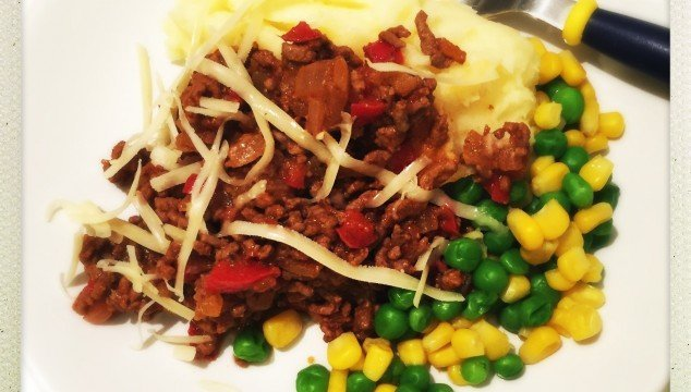 savoury mince recipe, kids dinner ideas, school night dinner ideas, easy mince recipe, family dinner with mince, mince recipes, easy family food from daisies and pie