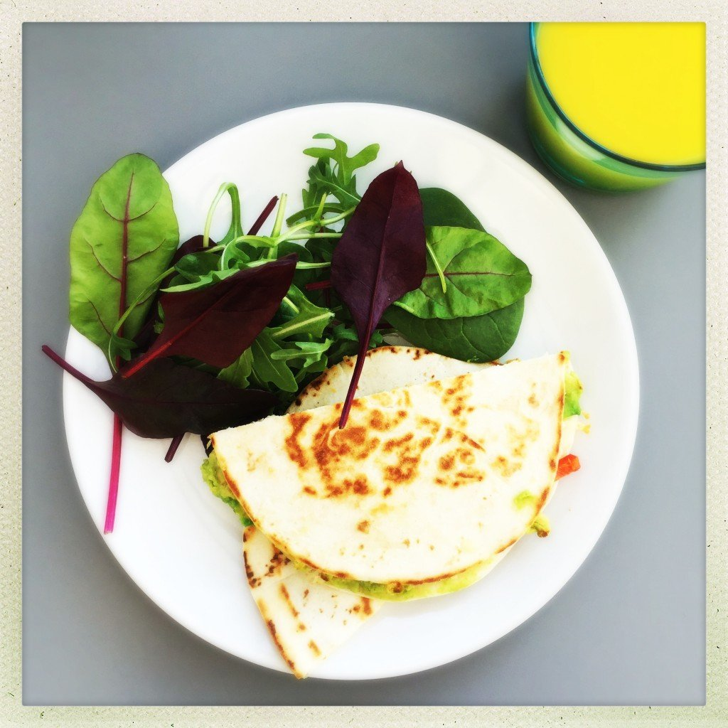 chicken and avocado quesadilla, chicken and avocado recipes, chicken and avocado lunch recipes, easy family food from daisies and pie