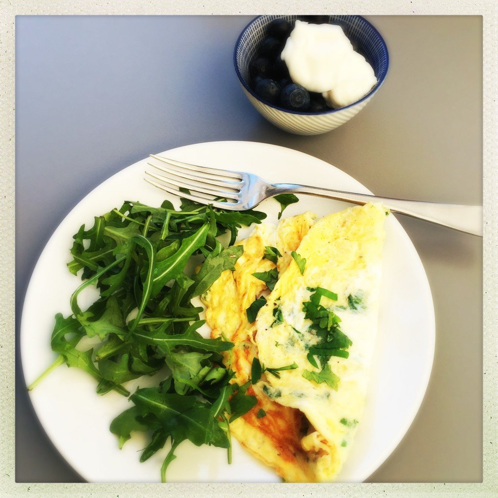 herby omelette recipe, quick and easy lunch for one, things to make with eggs, quick healthy lunch, easy family food from daisies and pie