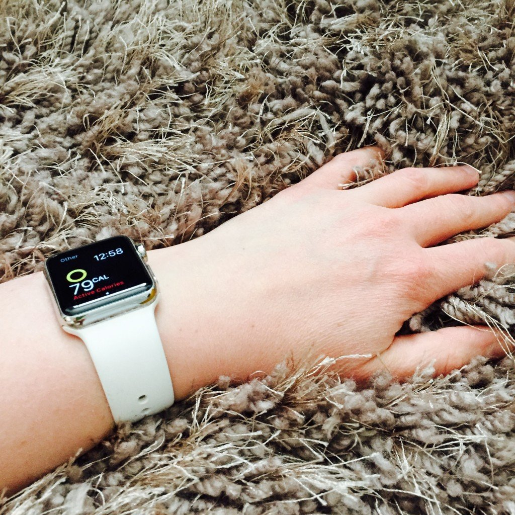 using the activity app on the apple watch to count calories burned