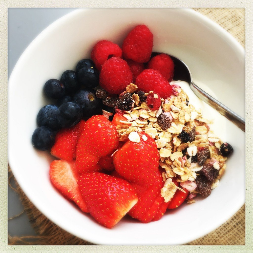 berry breakfast bowl recipe, strawberries and raspberries for breakfast, blueberry recipe, easy breakfast idea, easy family food from daisies and pie