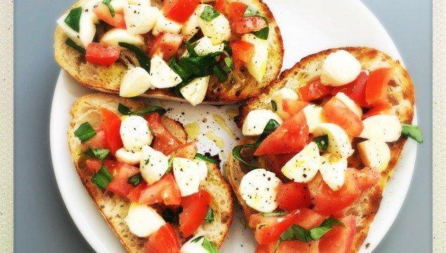 caprese bruschetta, caprese salad recipe, bruschetta toppings, easy family food from daisies and pie