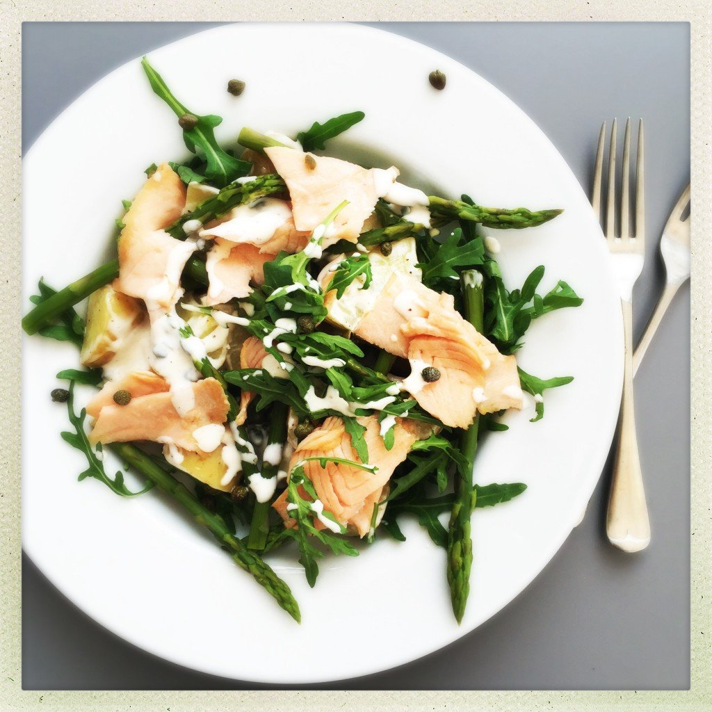 smoked salmon and asparagus salad, spring potato salad, potato salad with smoked salmon and asparagus, quick midweek meal, asparagus recipe