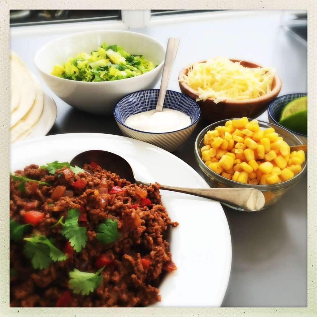beef mince burritos, quick family dinner recipe, quick burrito recipe, easy family food from daisies and pie