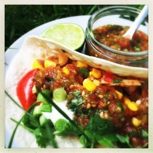chilli chicken tacos, spicy chicken tacos, mexican chicken recipe, quick midweek dinner with chicken, chicken recipes for kids, easy family food from daisies and pie