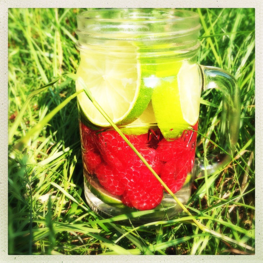 raspberry and lime infused water, raspberry water recipe, how to make infused water, summer water infusions, water, zingo bottle, health and wellbeing from daisies and pie
