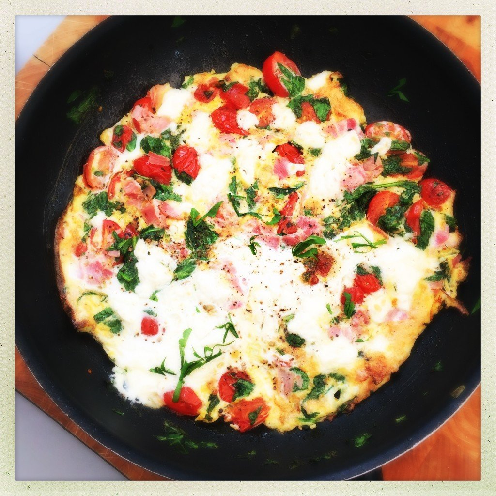 Smoked ham omelette with spinach and feta