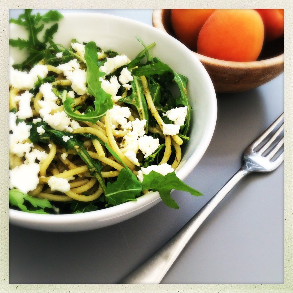 pasta pesto recipe, quick veggie pasta recipe, spaghetti with pesto rocket and feta, easy family food from daisies and pie