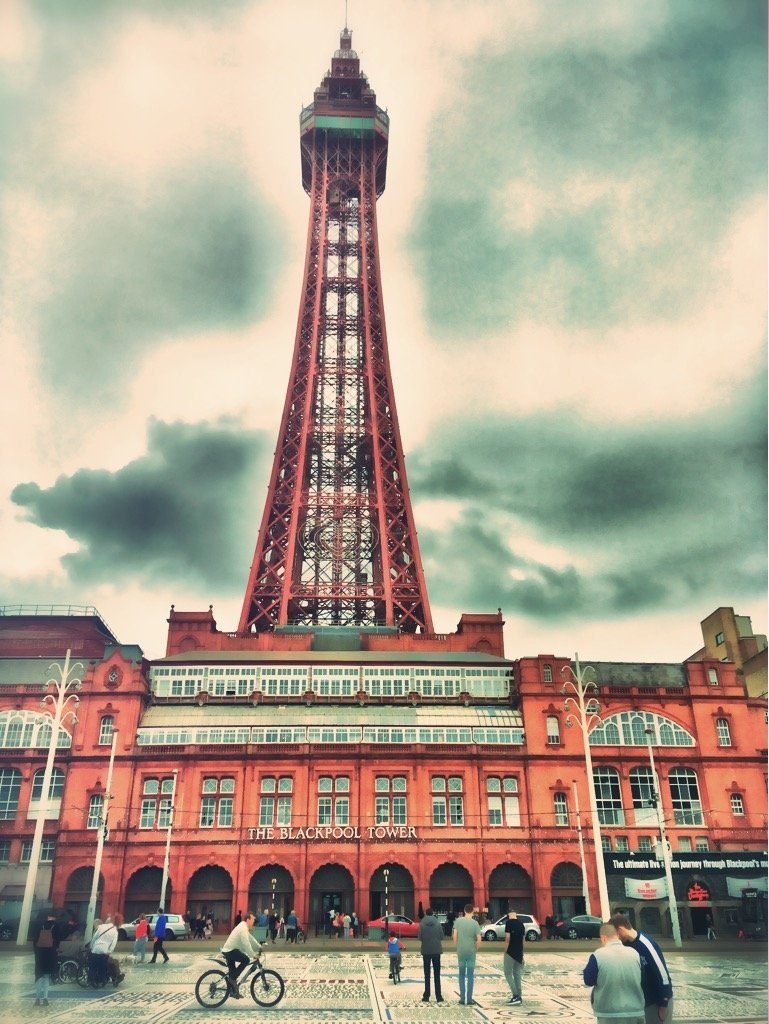 blackpool tower, picture of blackpool tower, lancashire coast, days out with the kids north west